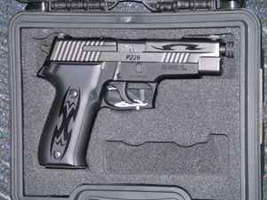 Picture of SIG SAUER MODEL P226 9mm SECOND HAND PISTOL